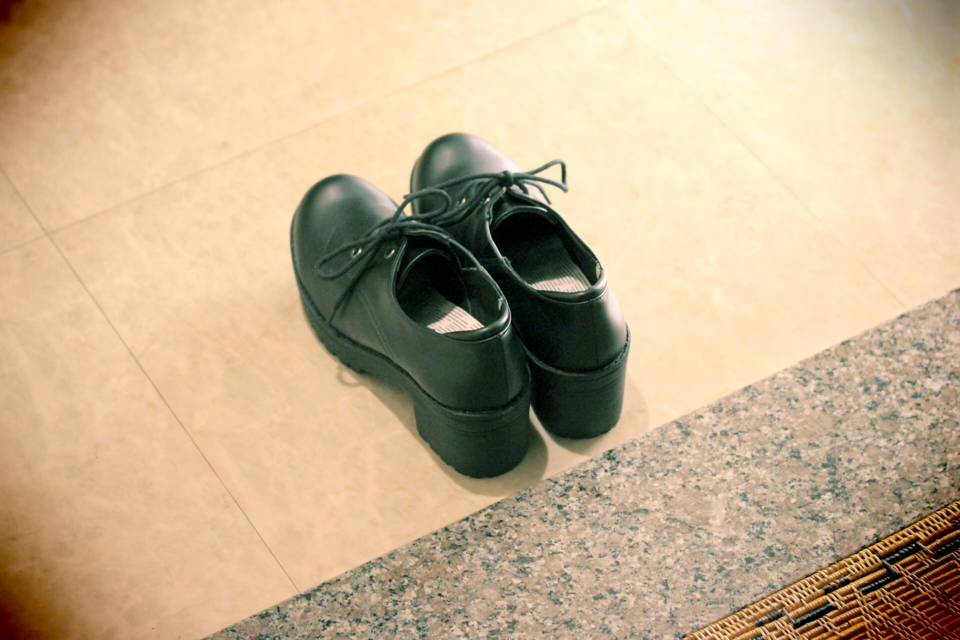 ドクターマーチンの靴磨きの頻度